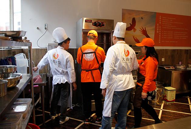 学员学习包点发酵技术