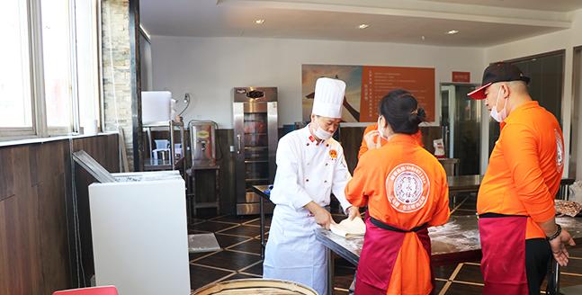 实体店早餐<a href=http://www.baozixuefu.com/kechengpeixunban/ target=_blank class=infotextkey>包子培训</a>哪家学习比较好?